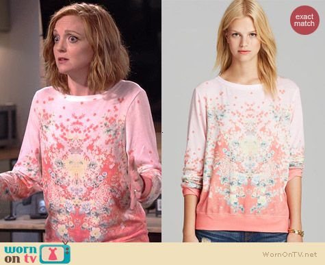 Debbie's peach pink floral sweater on The Millers.  Outfit Details: http://wornontv.net/39256/ #TheMillers