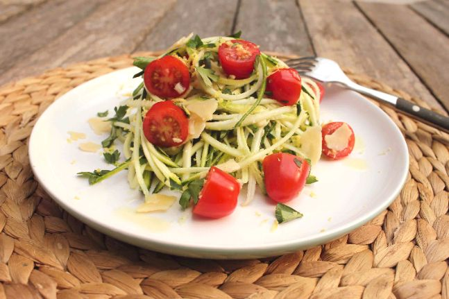 Looking for a quick, healthy and cheap dinner tonight? Try this gorgeous gluten-free pasta recipe using zoodles!