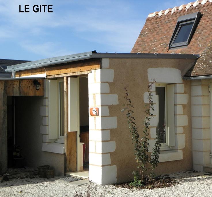 Petit gîte de 40 m² entre Tours et Amboise. Le sauna (supplément de 30 €) et la piscine des propriétaires seront à votre disposition.