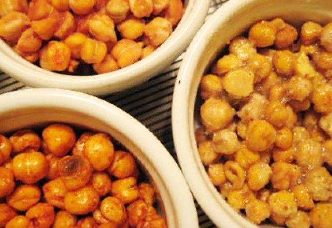 Fűszeres sült csicseriborsó recept képpel. Hozzávalók és az elkészítés részletes leírása. A fűszeres sült csicseriborsó elkészítési ideje: 55 perc