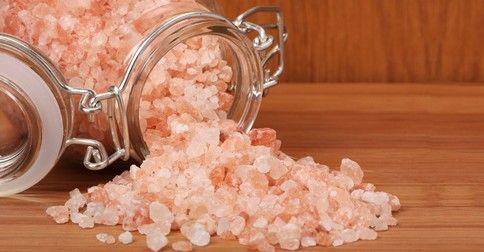 Proti migréně: 2-3 dcl vody,1/2-1 lžičku himalájské soli a šťávu z 1/2 až celého citronu rozpustit a vypít