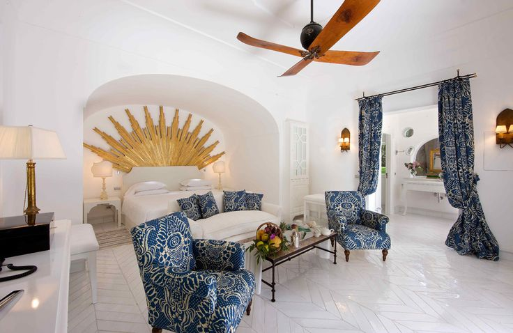 Callas e Tosca Suite Campania & the Amalfi Coast Sleeps up to 4. In an enviably privileged position on the seafront slopes of Positano, this glamorous luxury villa suite, in an exclusive boutique hotel, is large enough for four, but a romantic indulgence for two.