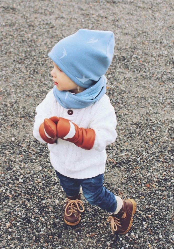 Beanie and Loop scarf for boys, Jean blue birds. Leather mittens White cloud from SOMA Original.