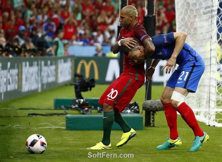 Wrestling: Ricardo Quaresma (L )  vs Koscielny (R)        Video. Euro 16. Final…