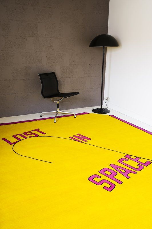 Lawrence Weiner, Lost in space