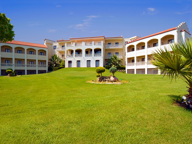Heaven hotel is situated in a calm environment, in Tagarades, just 20 km away from Thessaloniki town. It is ideal both for business causes and relaxation!