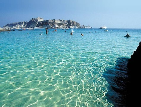 Splendide isole immerse nelle acque cristalline del Mediterraneo, da visitare almeno una volta nella vita. http://www.marcopolo.tv/sud/visitare-le-isole-tremiti-a-settembre
