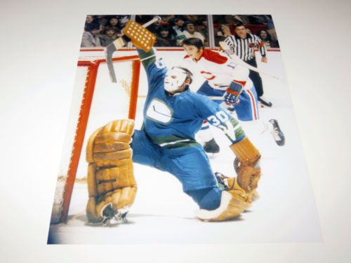 GEORGE-GARDNER-UNSIGNED-VANCOUVER-CANUCKS-8X10-PHOTO