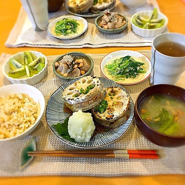 yynaokoyy蓮根って日本と中国でしか食されてないらしい('ω'`)なんてこった美味しいのに!! 今日は茶&緑ばっかりで彩り悪し。 160307#ごはんドキュメントyyy #蓮根はさみ焼き#レンコンはなみ焼き #大根おろしたっぷり #菜の花なめこのみそ汁#玄米ごはん #小松菜ゴマ味噌マヨ和え #冷凍こんにゃくとタコの煮物#冷凍こんにゃく#たこパの余りのタコ使用#キウイ#kiwi #蓮根好き#蓮根高い#晩ごはん#晩ご飯 #夕ごはん#夕ご飯#ふたりごはん#おうちごはん#foodphoto#foodpic#dinner#renkon