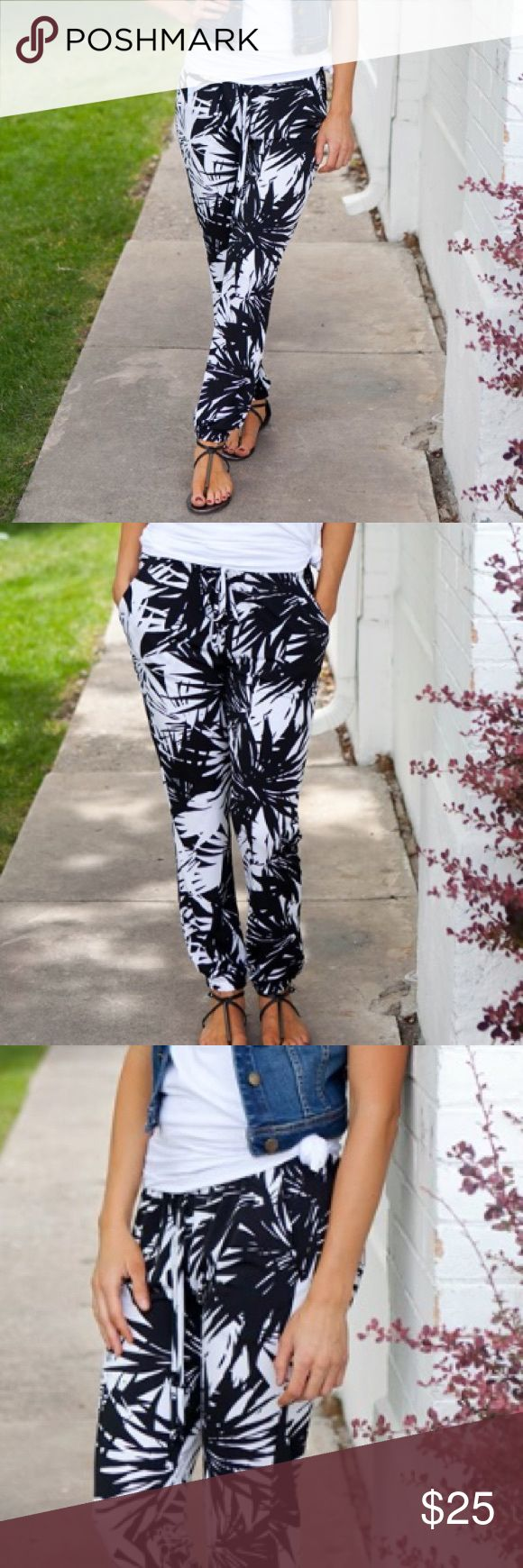 🆕 On Trend Harem pants! NWOT! Fashionable Black and White Harlem Pants! *Runs true to size with a draw string wast band.  *Black and White= 95% poly 5% Spandex Pants