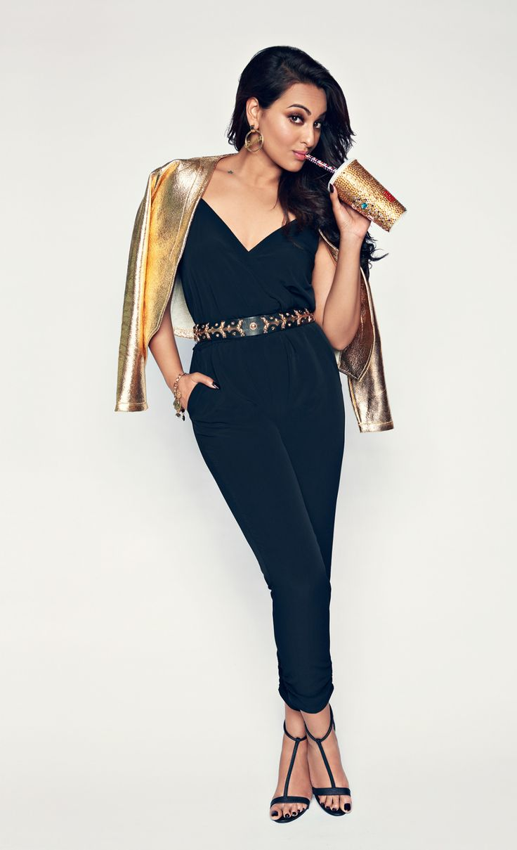 Sonakshi Sinha looking sexy during photoshoot!!!