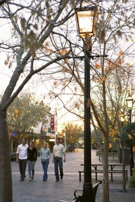 Friends walking through Maitland #maitland #nsw #travel #australia