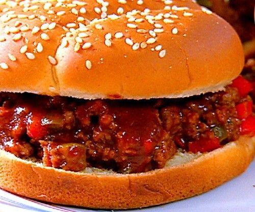 """La palabra """"sloppy"""" en Ingles significa desprolijo, descuidado. Por lo tanto preparense con muchas servilletas para comer este delicioso sandwich americano disfrutado tanto por grandes y chicos!"""