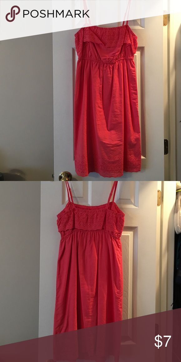 Coral sundress Coral sundress with thin straps. Only worn one time. Old Navy Dresses