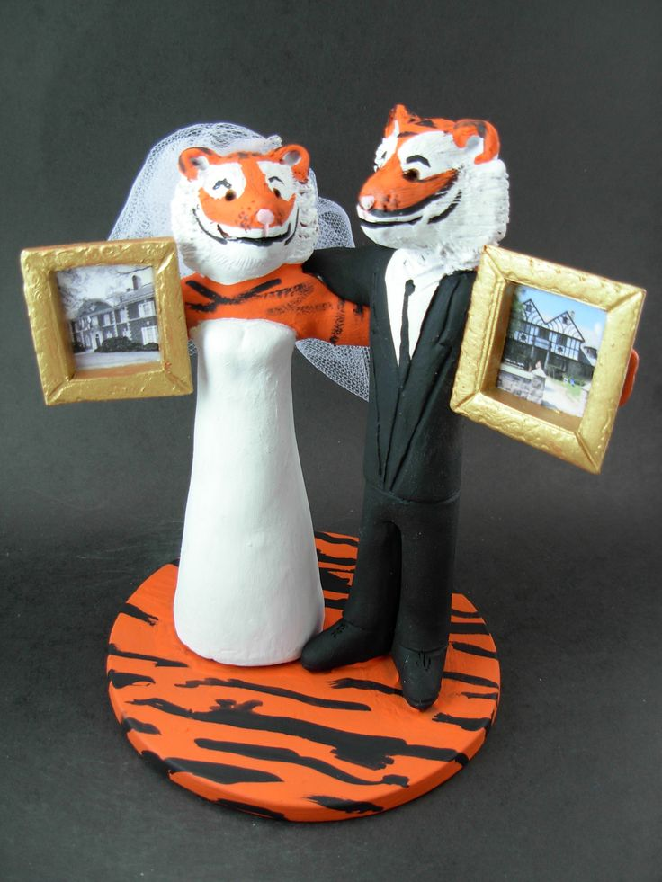 Custom made to order tiger college mascot wedding cake toppers. $235 www.magicmud.com 1 800 231 9814 magicmud@magicmud... blog.magicmud.com twitter.com/... $235 #mascot #collegemascot #hokie #ms.wuf #gators #virginiatech #football mascot #wedding #toppers #custom #Groom #bride #weddingcaketoppers #caketoppers www.facebook.com/... www.tumblr.com/... instagram.com/... magicmud.com/Wedding photos.htm