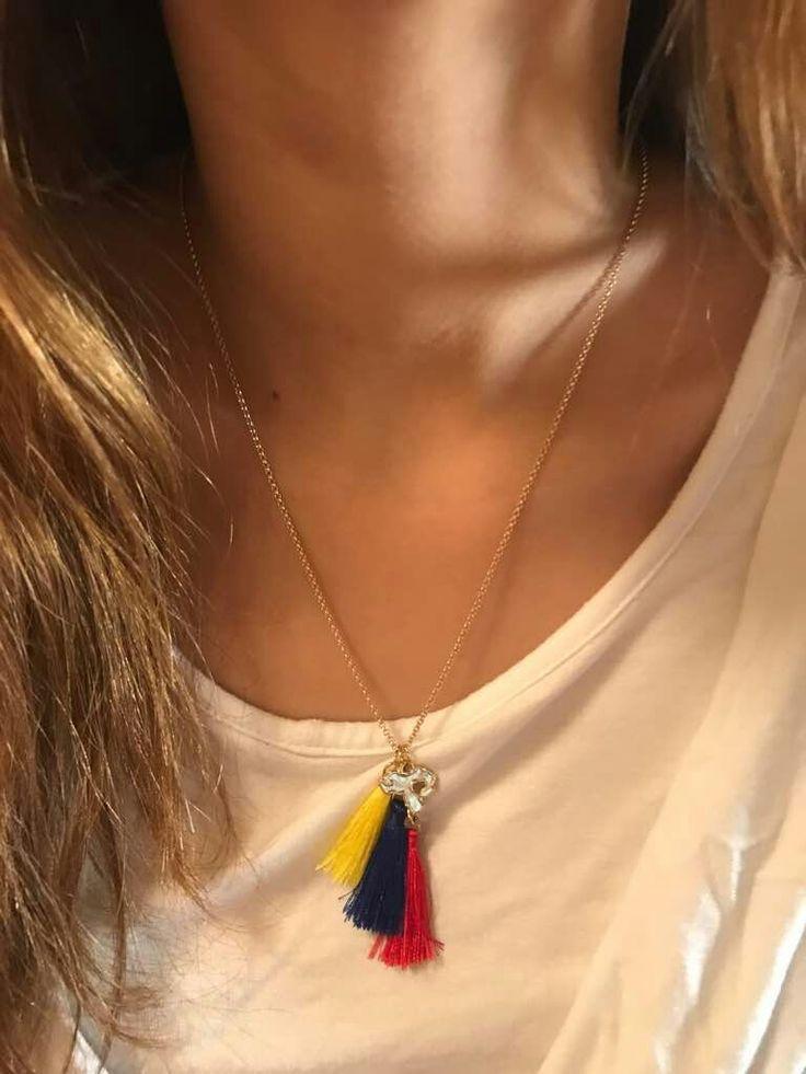 Collar de Borlas Tricolor