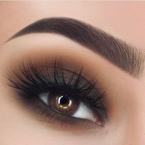 When it comes down to makeup tips for brown eyes, you can always stick to the classics. #makeuptips