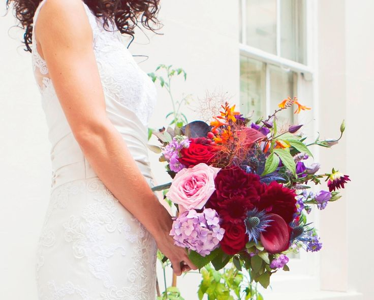 Very recent wedding with a reception at Drapers' Hall. The bride is an opera singer and wanted a dramatic bouquet of summer flowers in strong colours. Suited her personality perfectly. Divatastic.