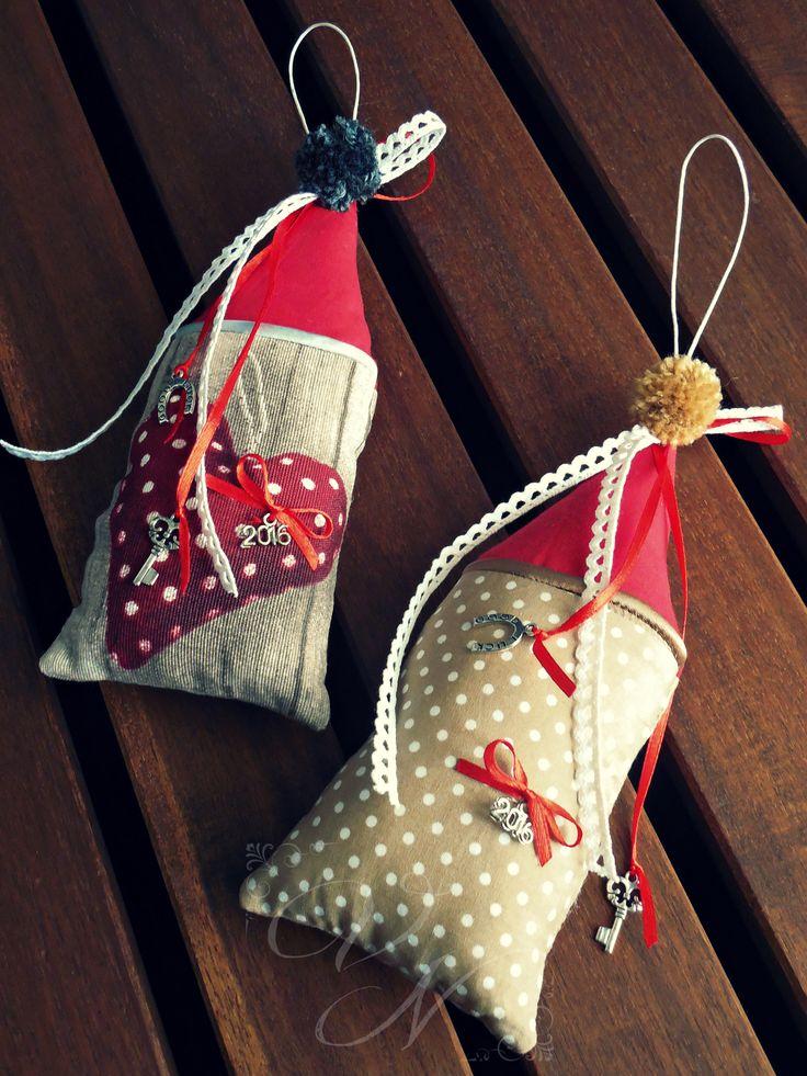 Χειροποίητα υφασμάτινα γούρια - σπιτάκια / Handmade fabric good luck charms - house