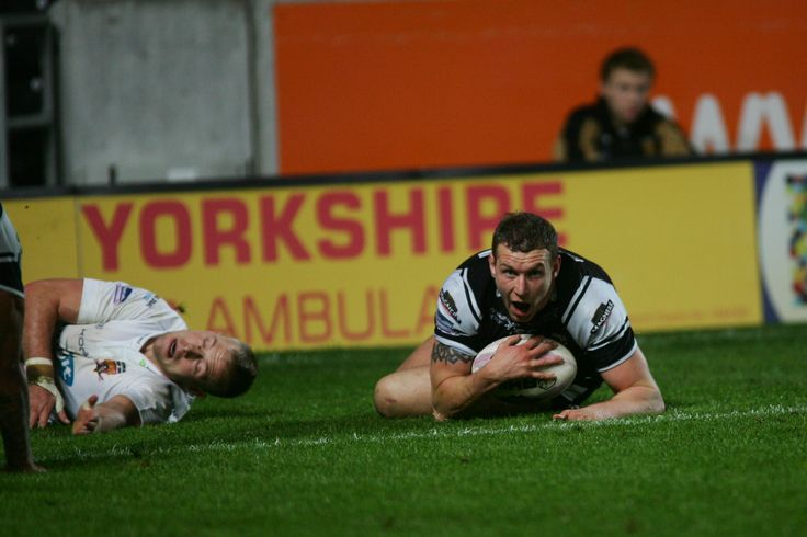 Dean Hadley bags himself a great try against the Giants.