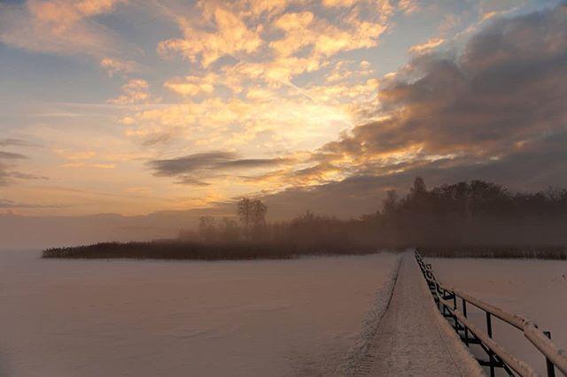 The gap between us... #scandinavianphotographers #life #inmymind #kvicksund #visitsweden #winterwonderland