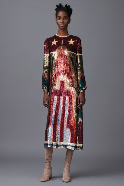 The complete Valentino Pre-Fall 2016 fashion show now on Vogue Runway.