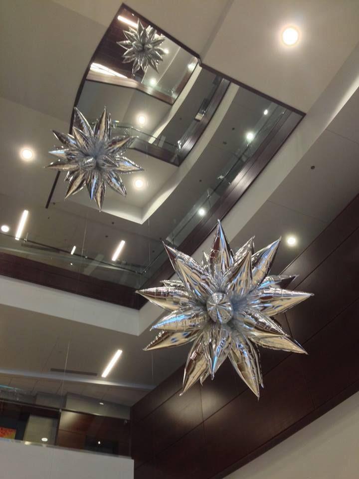 Estrellas de globos met licos decoraci n con globos for Balloon ceiling decoration