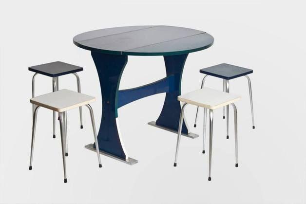 Mesa redonda plegable y 4 taburetes