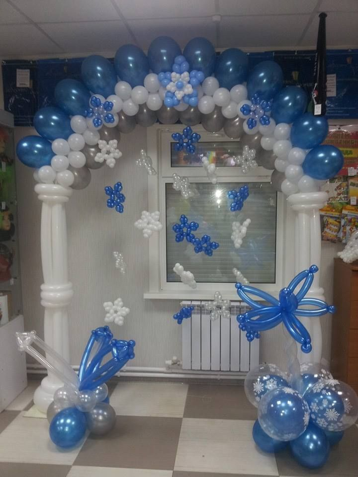 Blue and white balloon arch with balloon flowers for Balloon arch decoration ideas