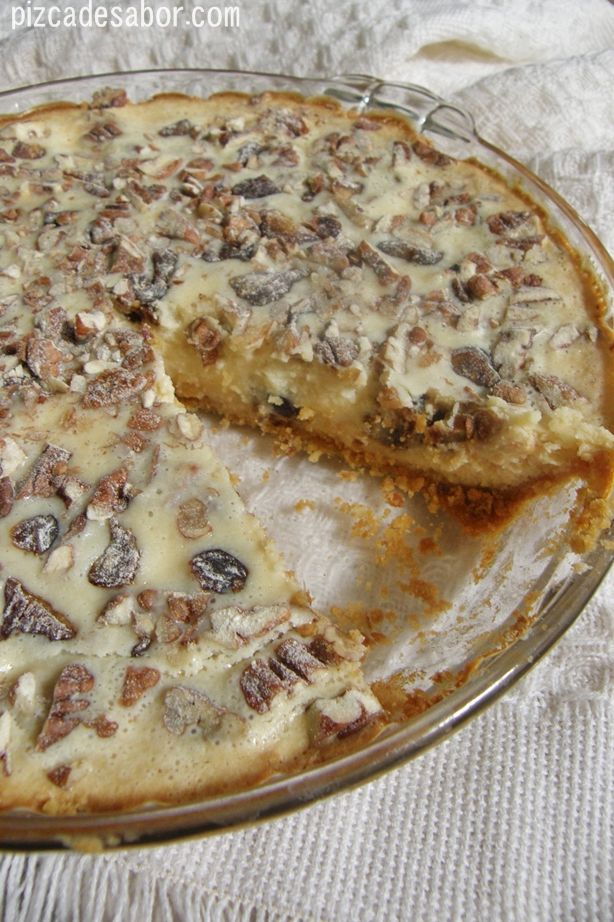 Riquísimo pay de queso con nuez y dátil . Es una receta de mi mamá y es de las favorita de mi papá. Pruébalo, te va a encantar.