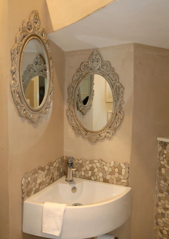 les 25 meilleures id es de la cat gorie lavabo d angle sur pinterest salle de bain tag re d. Black Bedroom Furniture Sets. Home Design Ideas