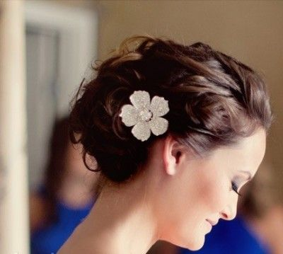 Beautiful messy wedding hairstyle with flowers