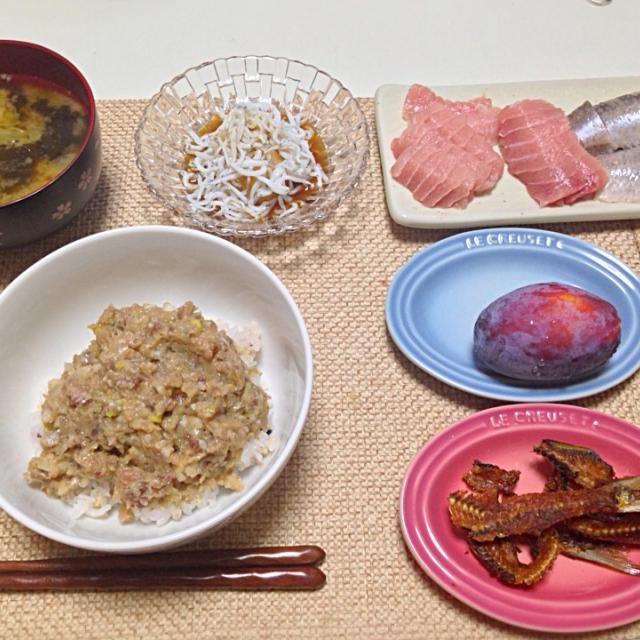 なめろう、刺身は夫作!うまい♥️ - 8件のもぐもぐ - なめろう丼 鰯と鮪の刺身 骨煎餅 しらすおろし 野菜の味噌汁 プルーン by nyaromechan