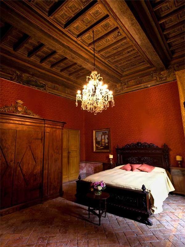 Die besten 25+ Gothic Innenraumeinrichtung Ideen auf Pinterest - stilvolles gotisches schlafzimmer