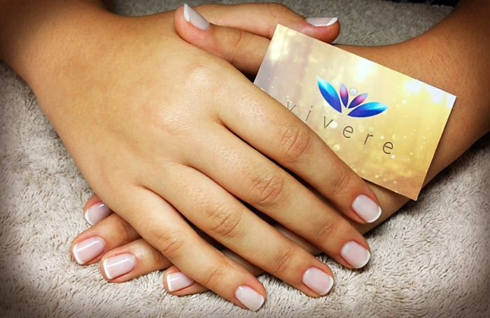 All time classic γαλλικό με βάση snow. #french #semipermanent #snow #manicure #nails #vivere
