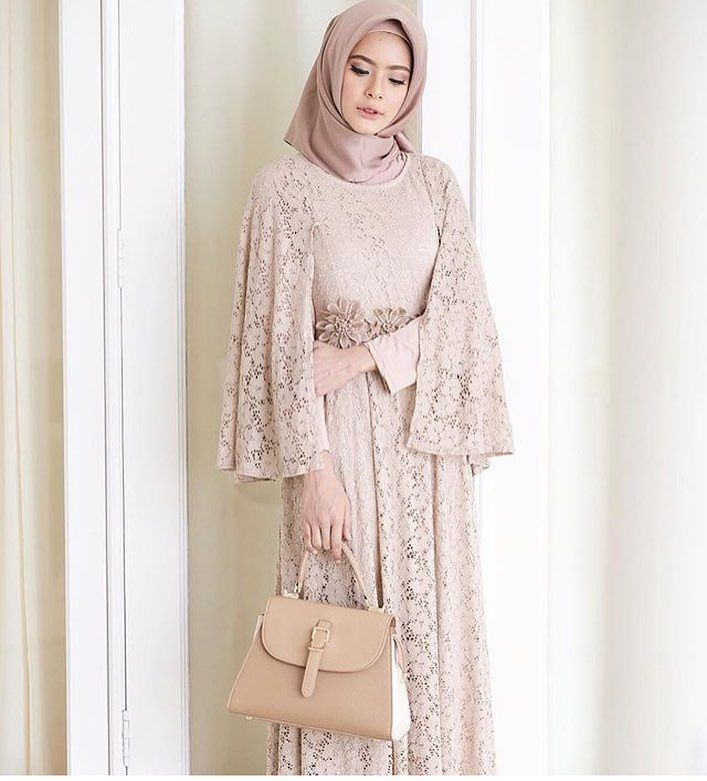 "5,512 Likes, 45 Comments - Gaun • Kebaya • Hijab • Mua (@inspirasigaunmuslimm) on Instagram: ""Inspired by @fairuzsakinah """