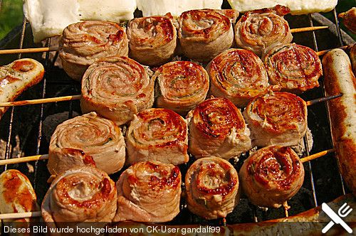 Grillspieße Saltimbocca/Saltimbocca skewers  Tried this with (pounded) chicken cutlets. They were great!