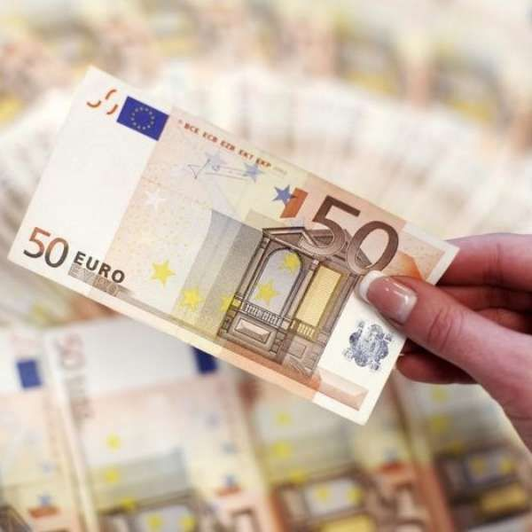 Vai para a Europa? Veja quando e como é melhor comprar euro