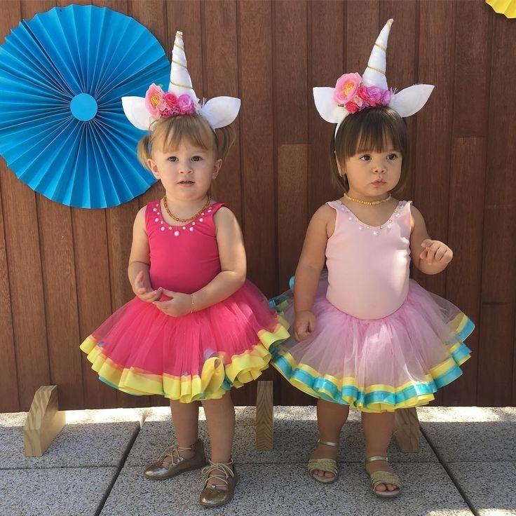 Começamos a semana nacontagemregressiva para o #carnaval, com as duas unicórnias mais lindas desse IG! Apenas não estamos sabendo lidar com essas pequenas, @mundodamariafernanda! Bom dia, gente! #bomdiacrescer #goodmorning #baby #bebe #filhos #familia #amordemae #maecoruja #instababy #maedemenina #paidemenina #carnaval #fantasia #amigas unicornio #unicorn