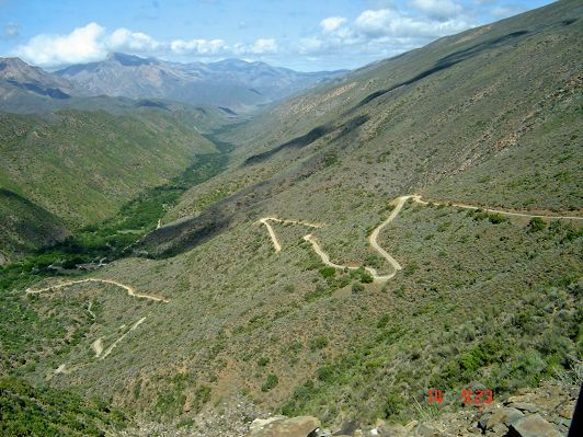 Gamkaskloof pass twists in road