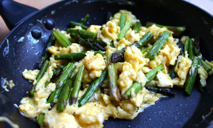 Garlic Scape Pesto Scrambled Eggs With Asparagus And ...