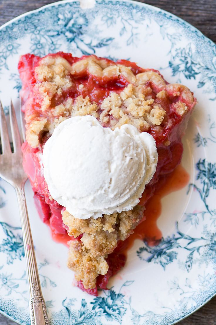 Strawberry Crumble Pie ~ you're not likely to come across another pie that screams spring quite as loudly this one…if spring were a pie…well, you get the idea.  This one is fruity, juicy, and berrylicious.