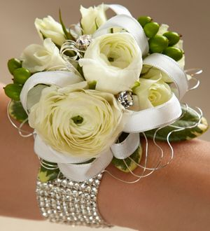 Crown Floral Boutique Ottawa Ontario - No matter how big or small your wedding party is, we've got just the thing to help everyone look their best from boutonnieres to corsages and more.
