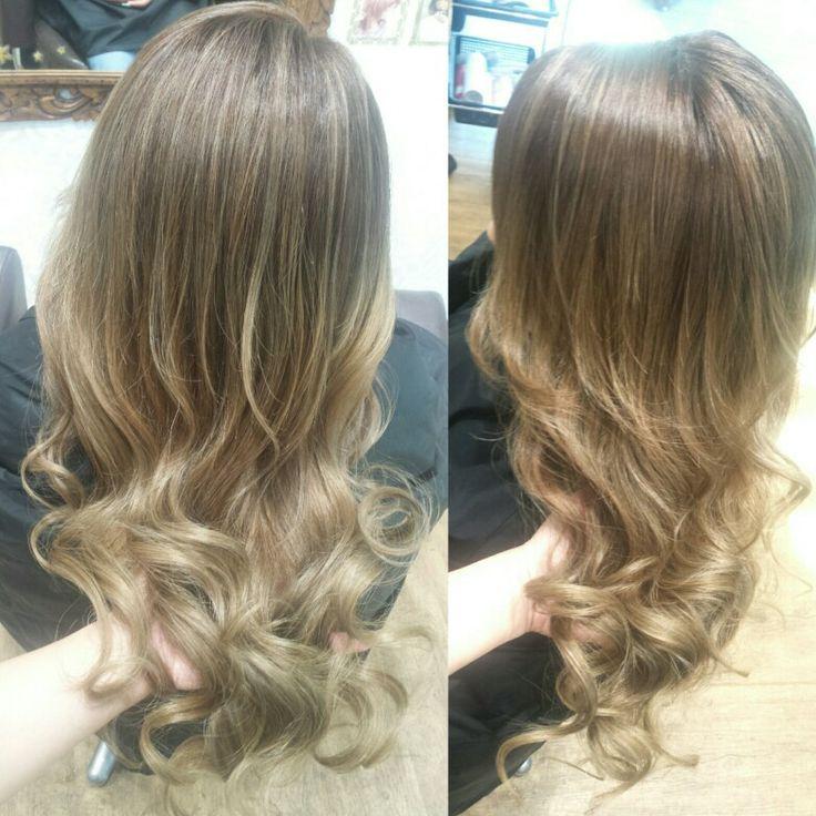 Beige balyage highlights Haircolor 透明感のあるベージュブロンド♥ハイライトをたっぷりいれて外人さんヘアー(^_^)  #Hairsalon #Welina #hitomiyanagida #myworks #美容室 #香取 #佐原 #潮来 #鹿嶋 #神栖 #Welina