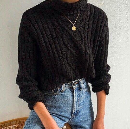 Herbst Winter minimalistischen Stil. Einfaches Outfit. Schwarzer Pullover, blaue… #Pulli