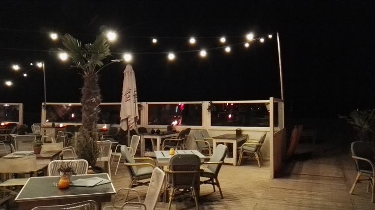 You will find cute beach bars right beside the sea with outdoor lights and lounge right in the sand.