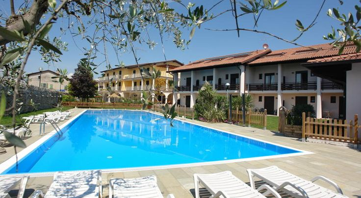 Hotel Splendid Sole Manerba del Garda Hotel Splendid Sole is near the Natural Park of Manerba del Garda, 800 metres from the lake shore. It offers free Wi-Fi and rooms and apartments with balcony and satellite TV.