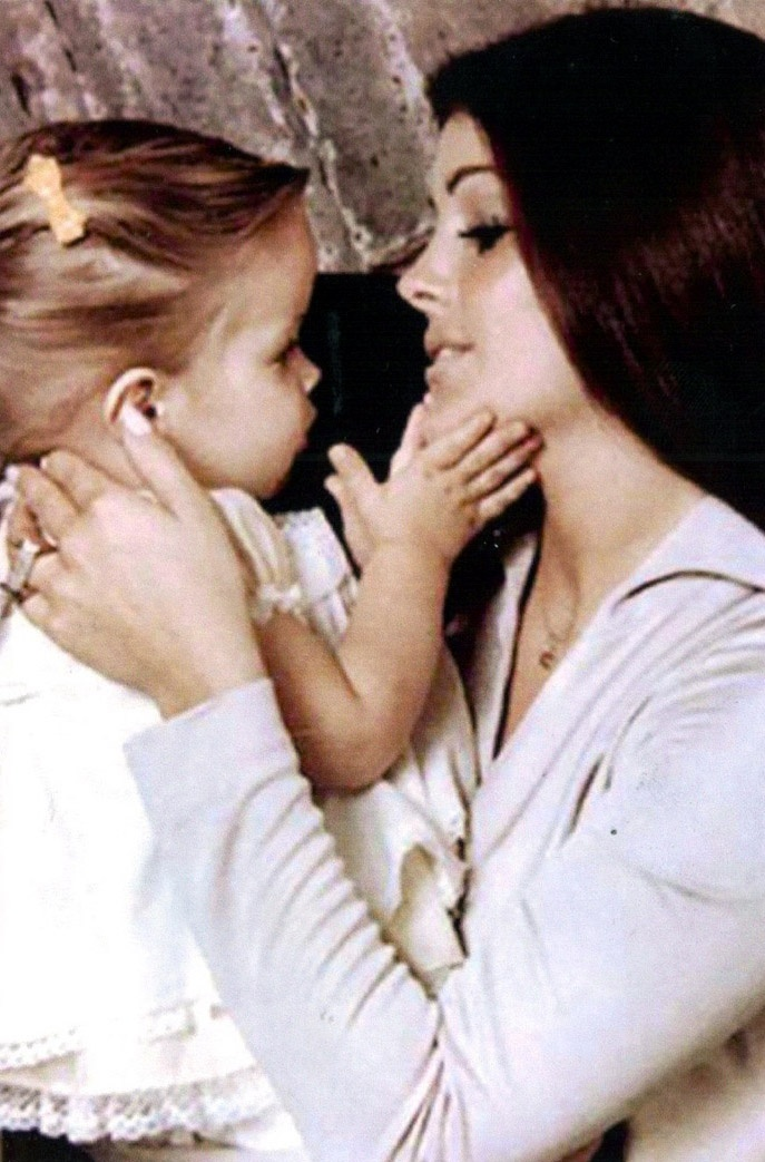 Beautiful pic of Lisa and Cilla, I WANT THIS PIC WITH MY DAUGHTER ONE DAY