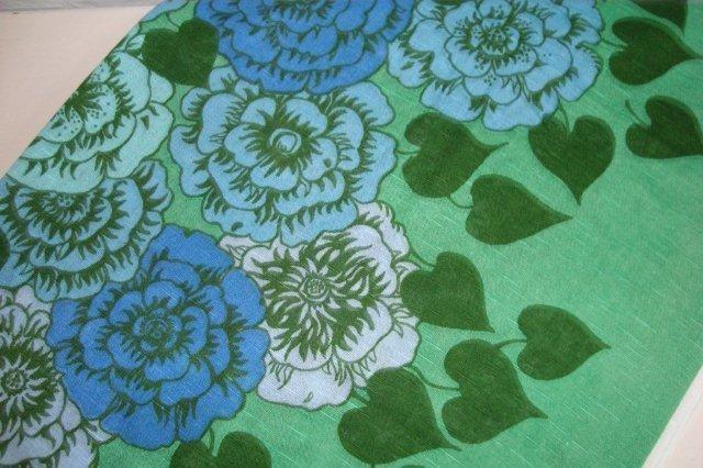 """BORÅS """"Viva la rose"""" curtain from the 70s.  Gardin - 1970'erne. Design SVEN FRISTEDT. #trendyenser #retro #Swedishdesign #Nordicdesign #Fristedt #textile #1970 #svensk #tekstil #gradin. From www.TRENDYenser.com. SOLGT."""