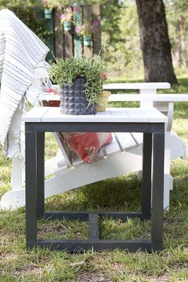 Make yourself a super sleek outdoor table inspired by Pottery Barn!